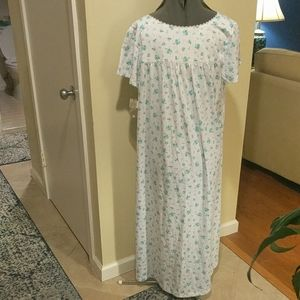 NWT Croft /& Barrow Womens Nightgown Knit White Floral Cotton Blend